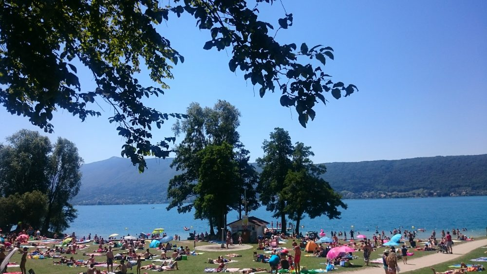 plage lac annecy