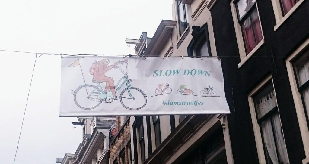 panneau ralentir vélos