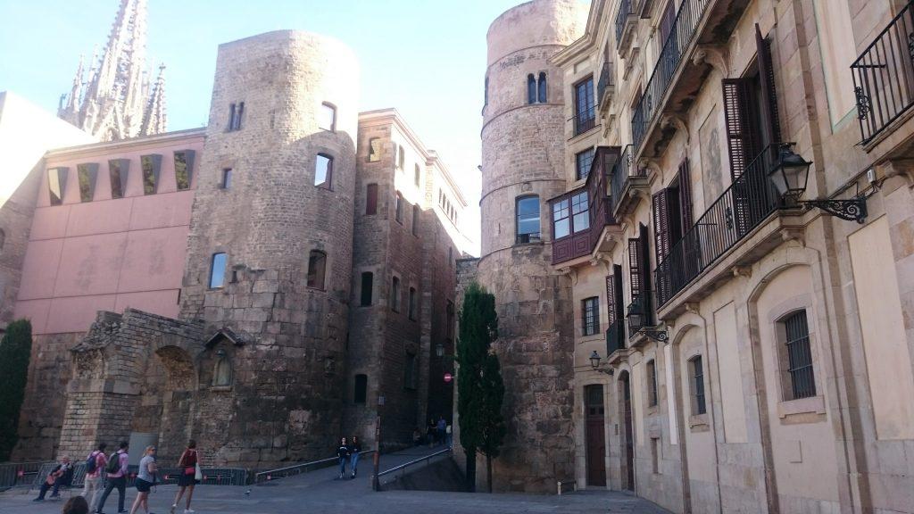 Porte Del Bisbal, plaça Nova Barcelone